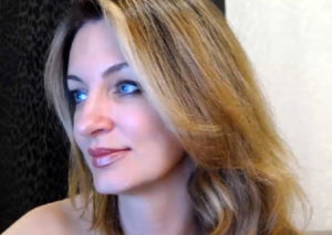 Beatiful mature woman for sex chat on cam