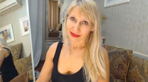 Sexy mature woman for live chat