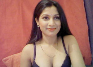 Very beautiful Indian woman for chat sex live on cam